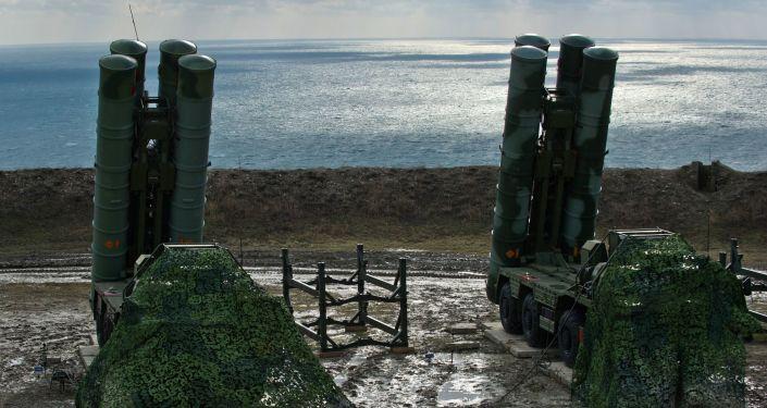 Zahájení služby S-400 Triumf na Krymu