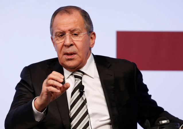 Sergej Lavrov na tiskové konferenci
