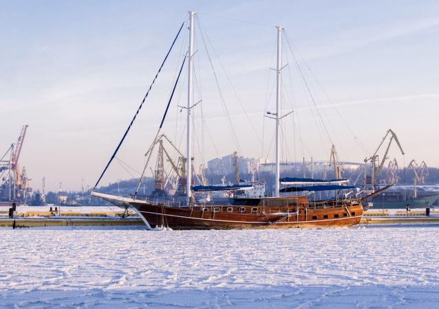 Plachetnice v námořním přístavu v Oděsě