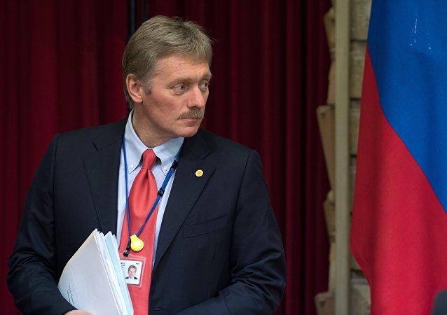 Dmitri Peskov na tiskové konferenci v Tokiu. Ilustrační foto
