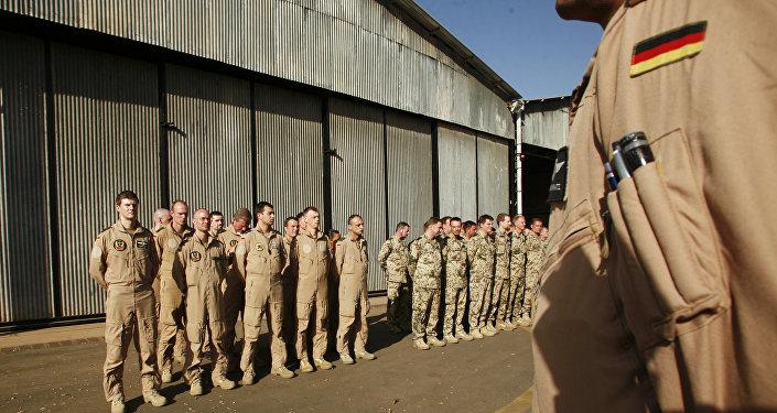 Němečtí vojáci se chystají na Mali