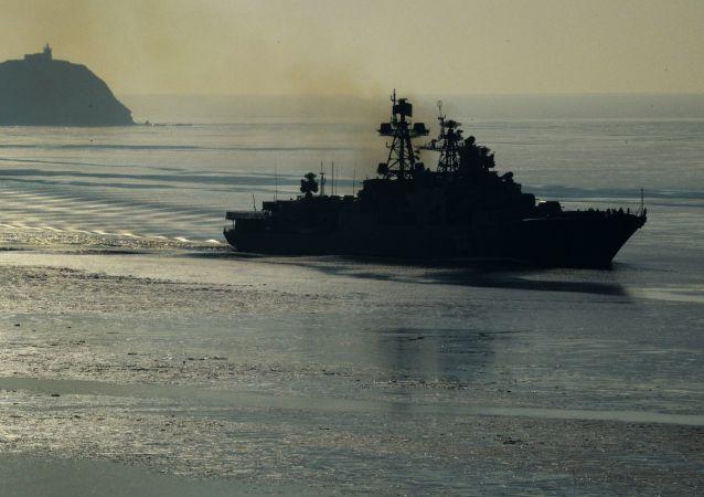 Válečná loď na moři. Ilustrační foto