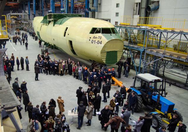 Letecký závod Antonov. Demonstrace An-70