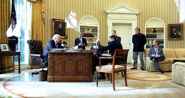 Donald Trump během rozhovoru s Vladimirem Putinem