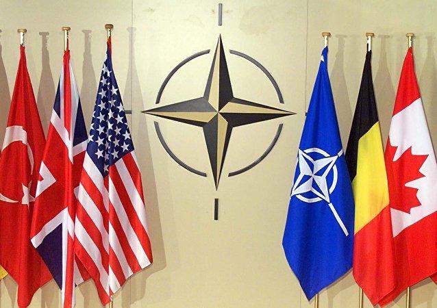 Vlajky v hlavním stanu NATO v Bruselu