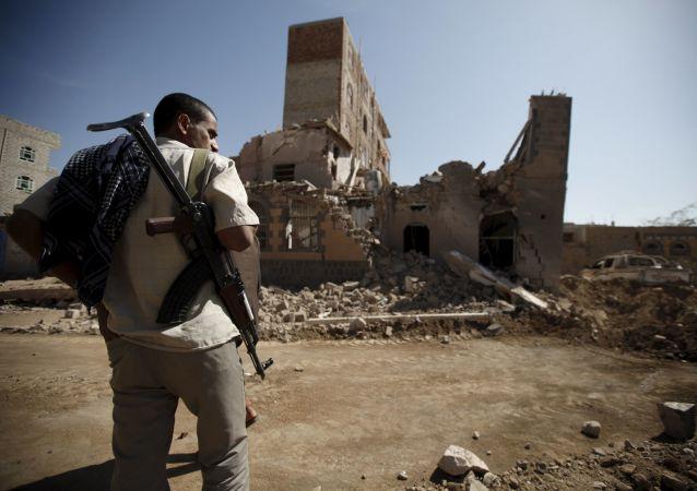 Následky leteckých útoků ve městě San'á