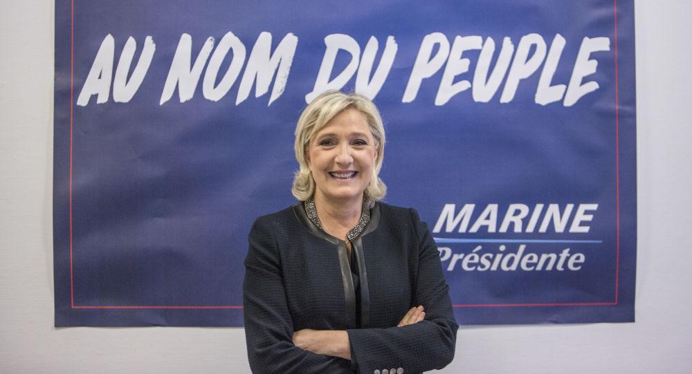 Vůdkyně francouzské strany Národní fronta Marine Le Penová