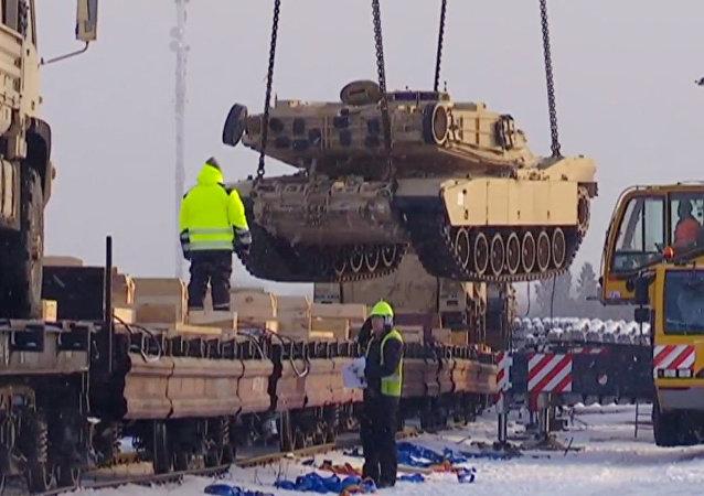 Technika NATO přijíždí do Estonska
