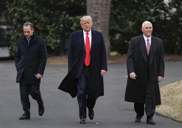 Šéf aparátu Bílého domu Reinc Priebus, prezident USA Donald TRump