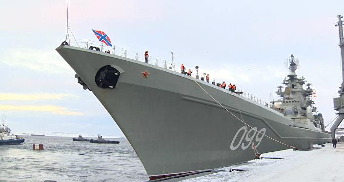 Křižník Petr Veliký, který se vrátil ze Sýrie, připlul do přístavu v Severomorsku