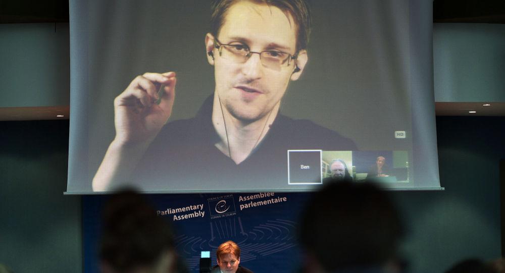 Bývalý příslušník CIA Edward Snowden