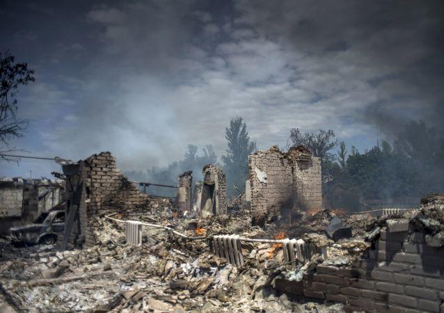Dům, zničený v důsledku leteckého útoku ozbrojených sil Ukrajiny na stanici Luhanskou