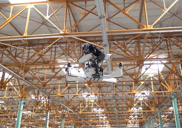 V Moskvě vyzkoušeli poslední verzi ruského hoverbike Skorpion-3