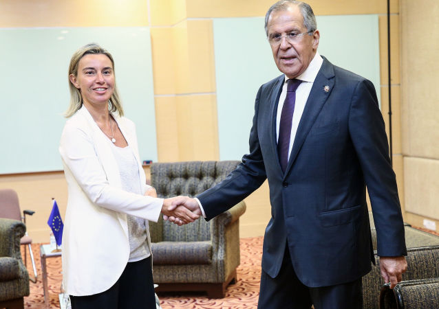Hlava diplomacie EU Federica Mogheriniová a ministr zahraničí RF Sergej Lavrov
