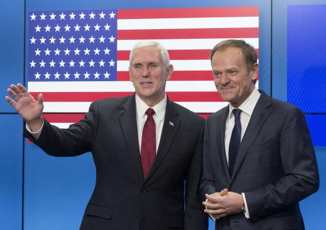 Setkání viceprezidenta USA Mika Pence a hlavy Evropské rady Donalda Tuska