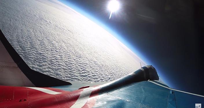 Let k hranicím vesmíru ruskou stíhačkou MiG-29