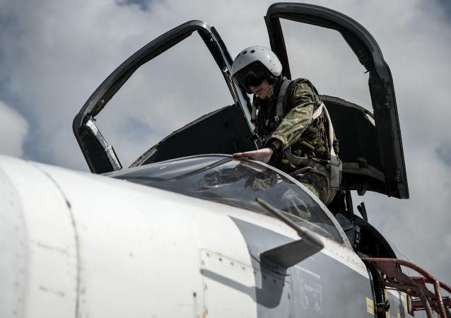 Bombardér Su-24 na základně Hmeimim