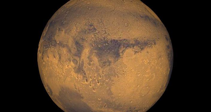 Severní pól Marsu obsahuje překvapivě obrovské množství vody