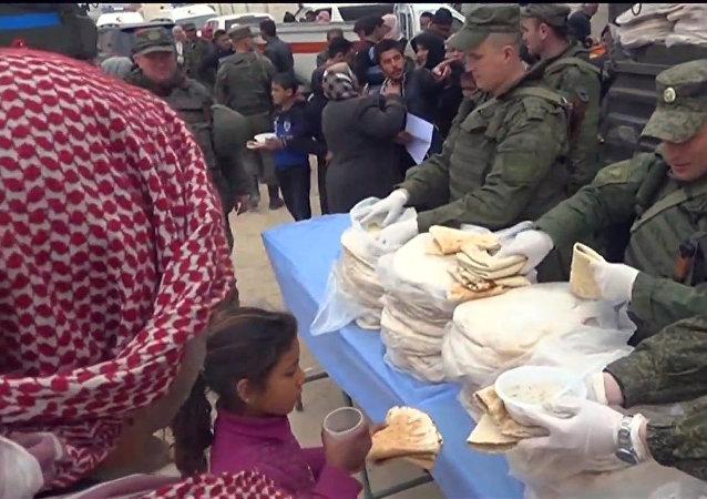 Ruští vojáci přivezli humanitární pomoc