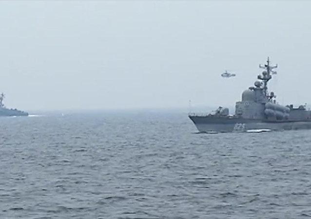 Lodě Baltské flotily uspořádaly střelby z děl na vodní a vzdušné cíle
