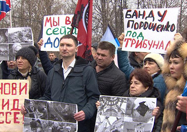 Moskvané vyšli na mítink v rámci mezinárodní akce na podporu Donbasu