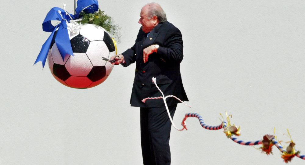 Sepp Blatter odstartuje stavbu sídla FIFA.