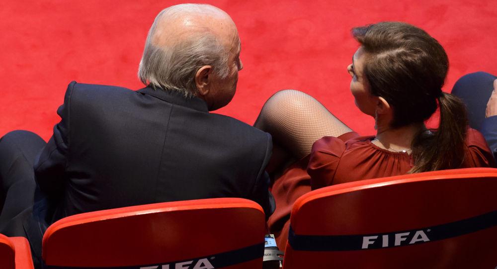 Prezident Mezinárodní fotbalové federace Sepp Blatter a jeho přítelkyně během zahájení 65. kongresu FIFA.