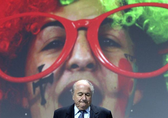 17 let v čele FIFA - Blatter rezignuje