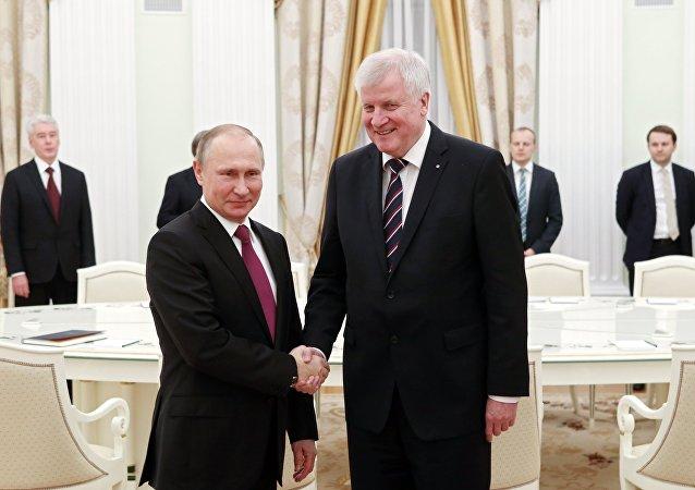 Ruský prezident Vladimir Putin a  bavorský premiér Horst Seehofer