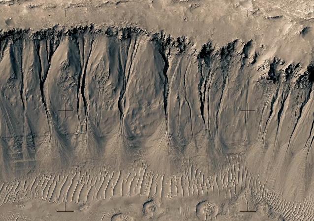 Finský režisér Jan Frojdman vyrobil video z tisíce snímků Marsu