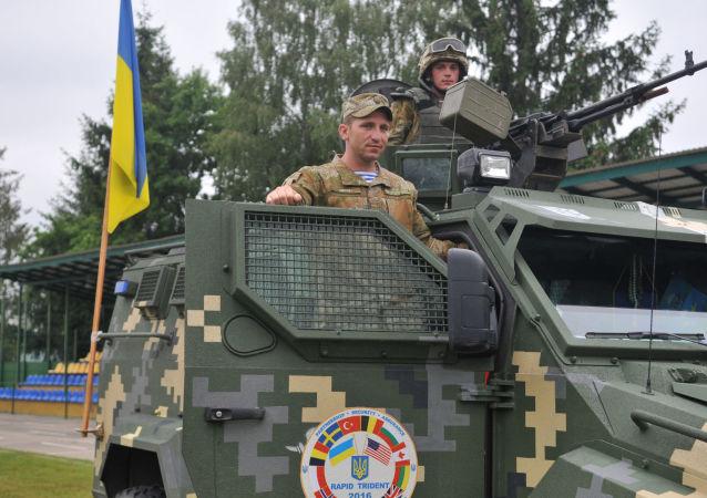 Ukrajinský obrněný automobil během mezinárodních cvičení Rapid trident 2016