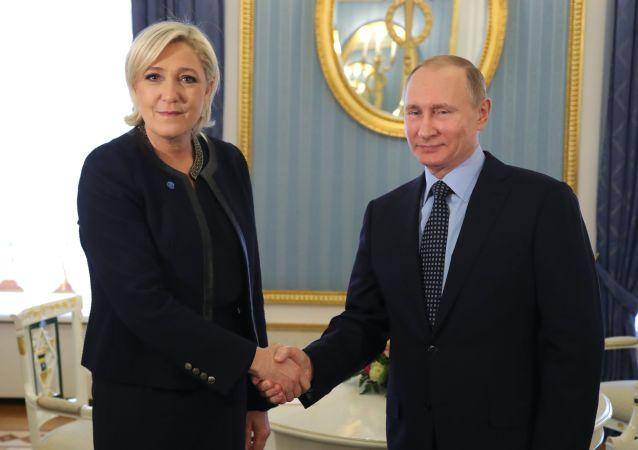 Schůzka Marine Le Penové a Vladimira Putina