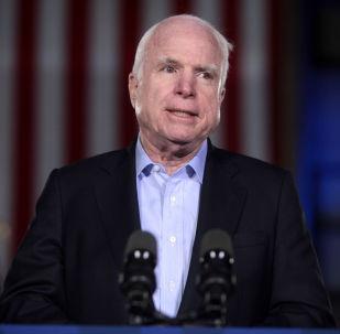 Předseda obranného výboru amerického Senátu John McCain