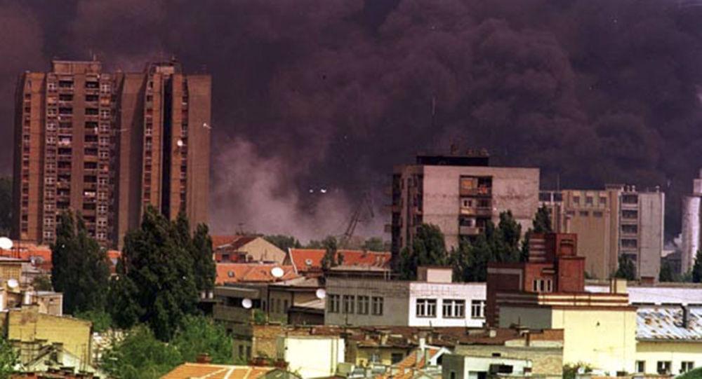 Jugoslavské město Novi Sad běhěm bombardování letectvem NATO. Archivní foto