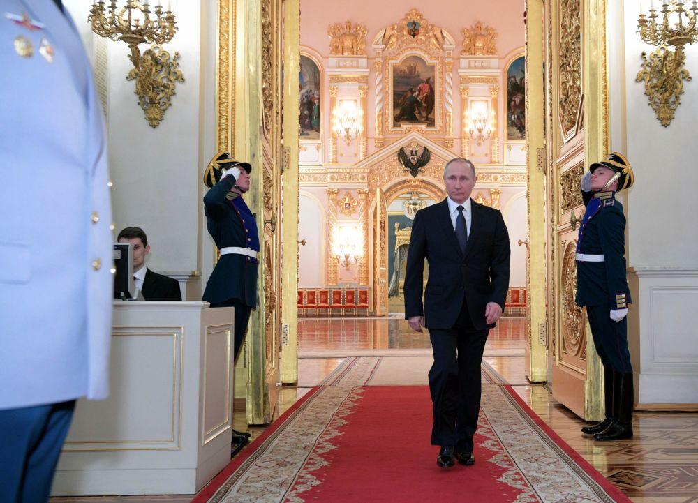 Prezident RF Vladimir Putin na ceremonii prezentace důstojníků jmenovaných na vyšší velitelské posty