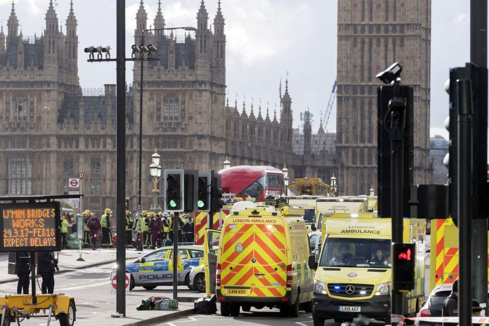 Policie obklíčila budovu v blízkosti britského parlamentu