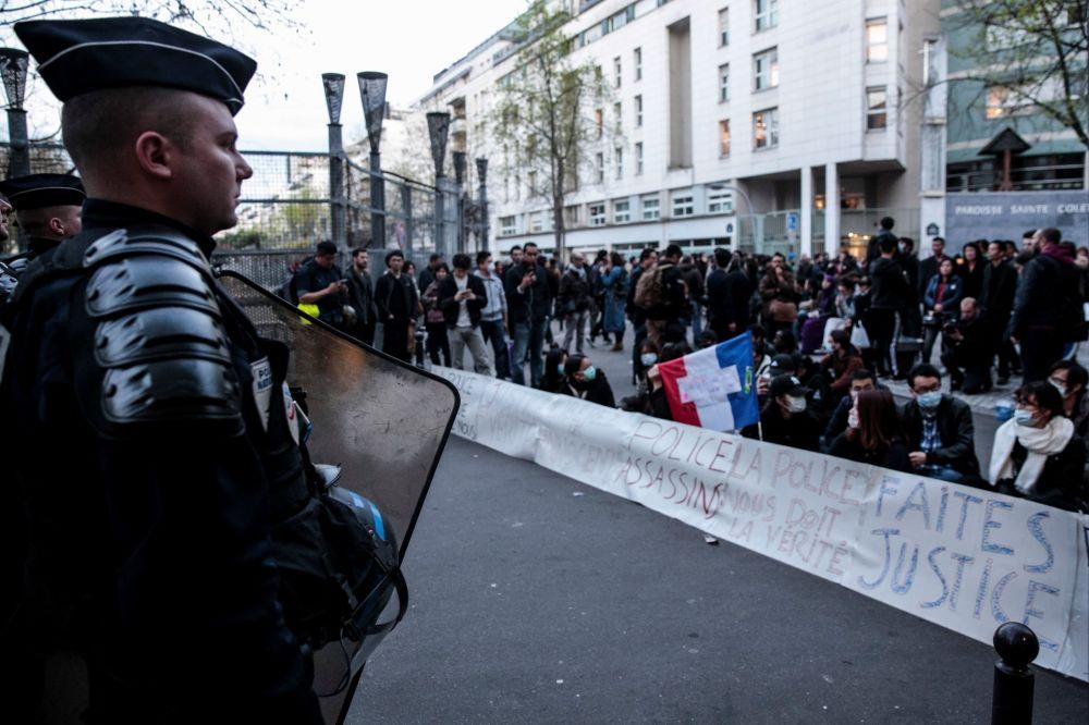 Protesty čínské komunity v Paříži