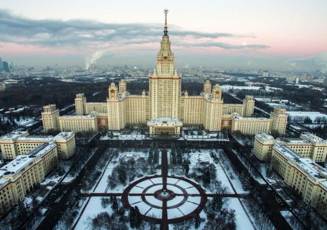Вид на Главное здание МГУ на Воробьевых горах