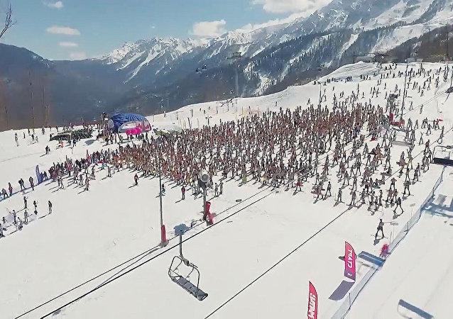 S hory v plavkách: karneval Boogel Woogel v Soči
