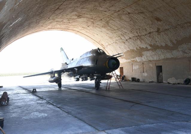 Letadlo na letecké základně v Sýrii