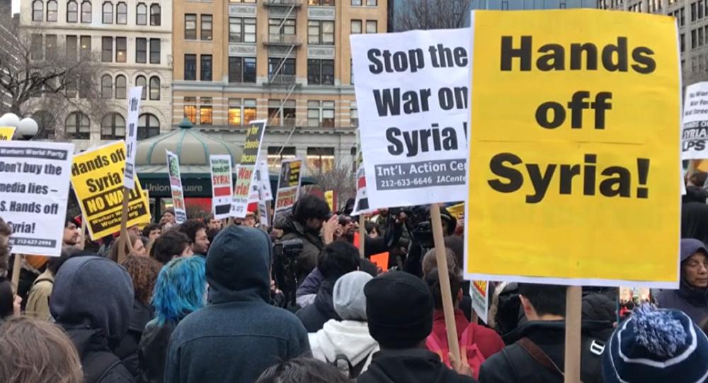 V USA se konaly mítinky proti leteckému útoku na Sýrii