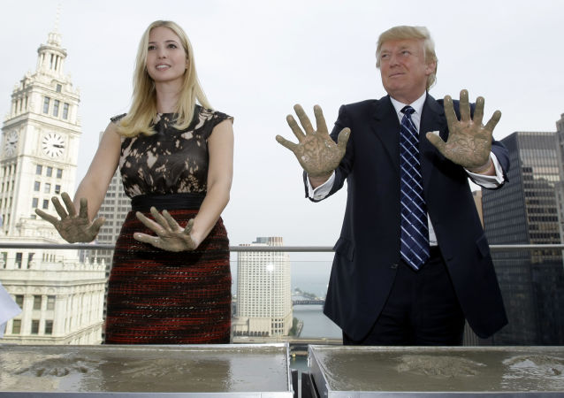 Ivanka Trumpová a Donald Trump na střeše Trump International Hotel v Chicagu