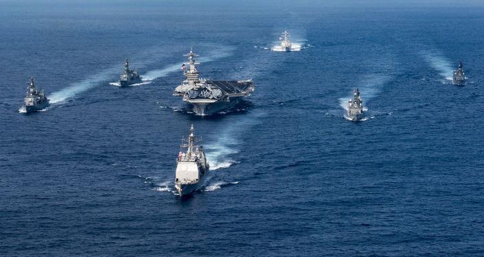 Útočná skupina lodí v čele s letadlovou lodí Carl Vinson