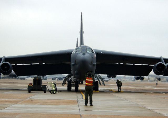 Strategický bombardér B-52