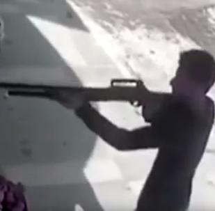 V Turecku muž odrazil útok ozbrojeného zločince rajčaty