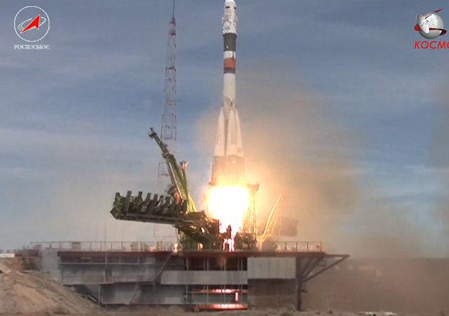Sojuz MS-04 se vydal k ISS