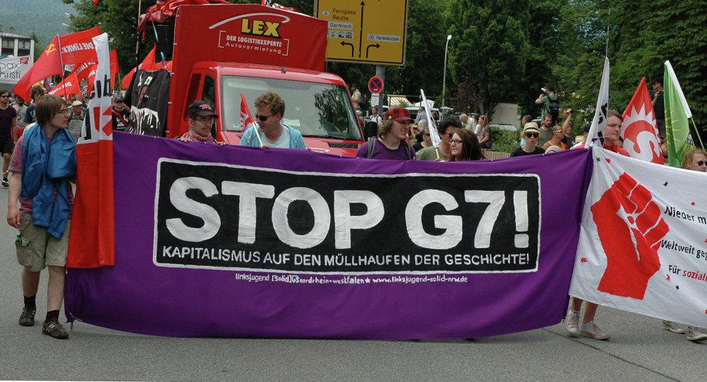 Neschválené protesty na summitu G7 trvaly celý den