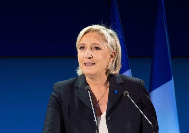 Kandidátka na prezidenta Francie za stranu Národní fronta Marine Le Penová
