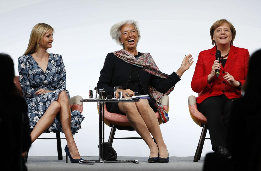 Dcera a pomocnice prezidenta USA Donalda Trumpa Ivanka Trumpová, ředitelka Mezinárodního měnového fondu Christine Lagardeová a kancléřka SRN Angela Merkelová na ženském summitu G20