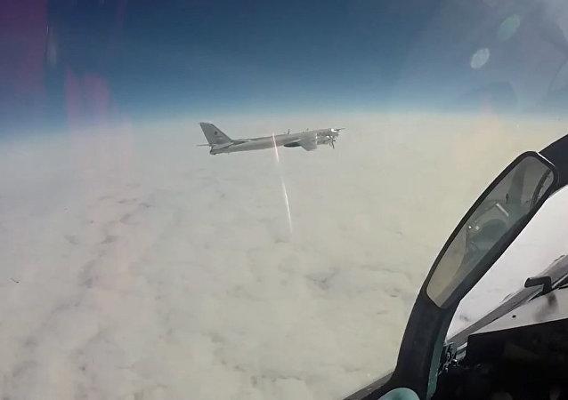 MO zveřejnilo videozáznam letu Tu-95 u Aljašky